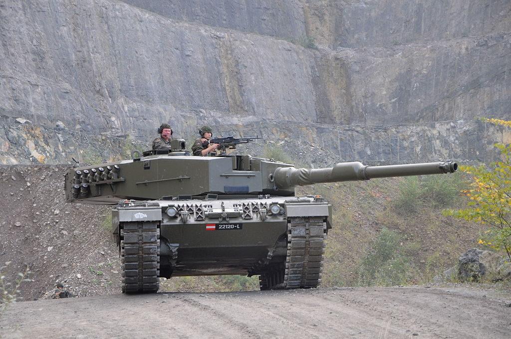1024px Kampfpanzer Leopard 2A4 KPz 2