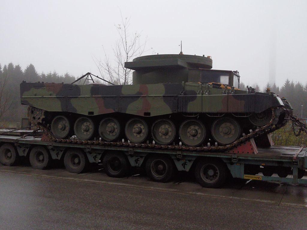 1024px Leopard 2 mit Turmgewichtsattrappe
