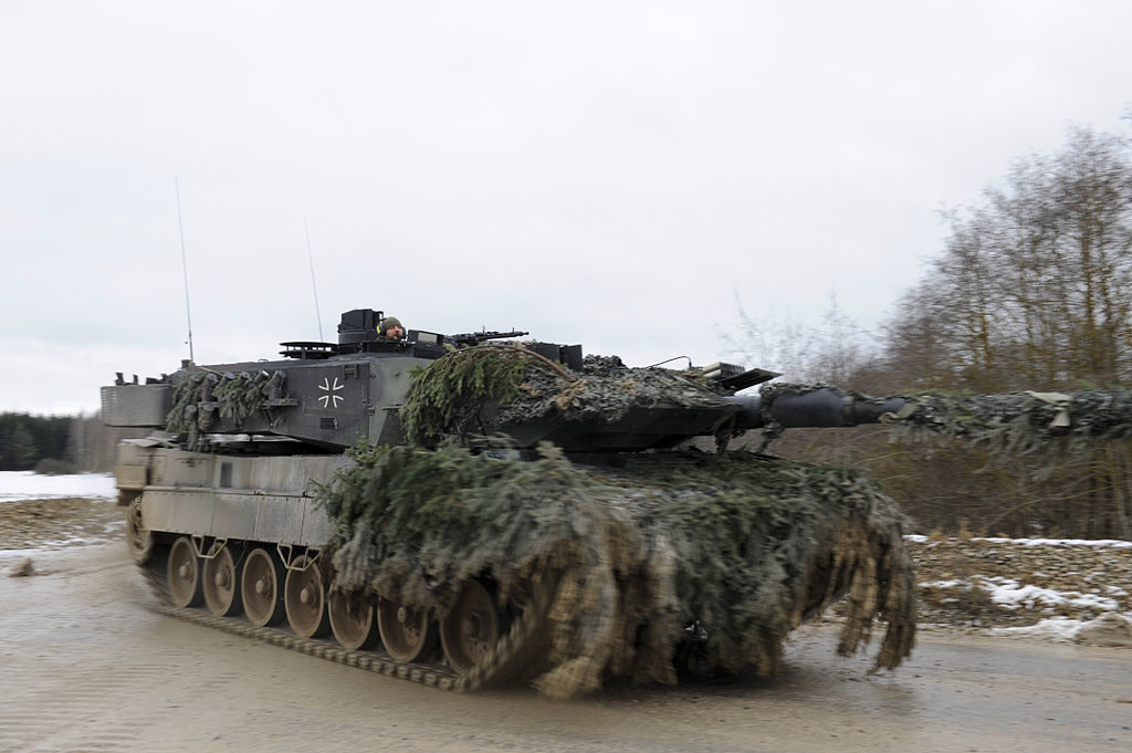 1024px Leopard 2 on the move