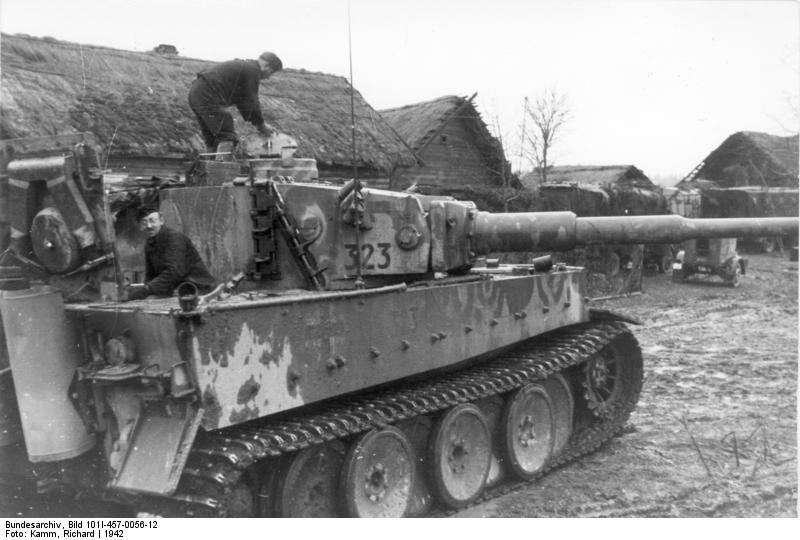 Bundesarchiv Bild 101I 457 0056 12 Russland Mitte Panzer VI Tiger I in Ortschaft