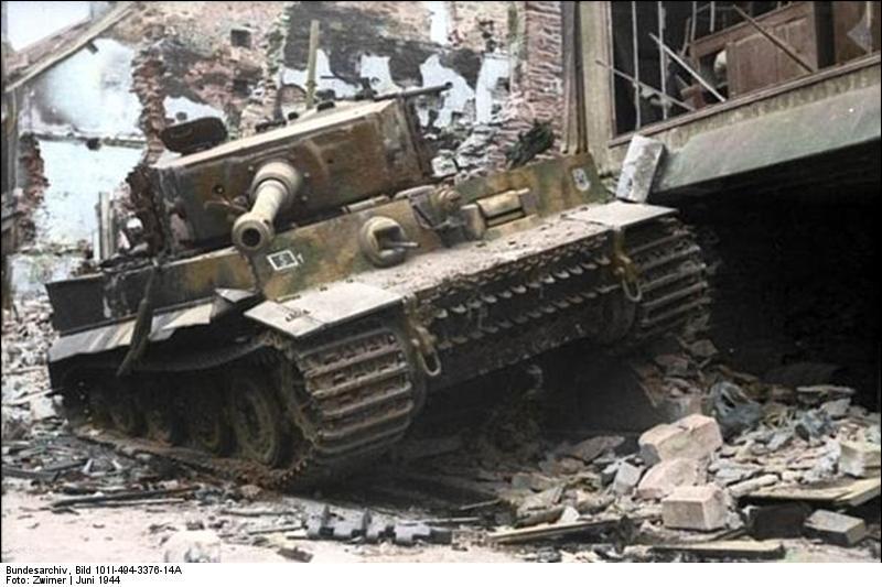 Bundesarchiv Bild 101I 494 3376 14A Villers Bocage zerstörter Panzer VI Tiger I Recolored