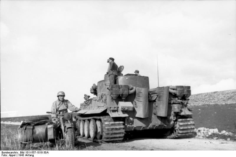 Bundesarchiv Bild 101I 557 1018 30A Tunesien Panzer VI Tiger I und Krad